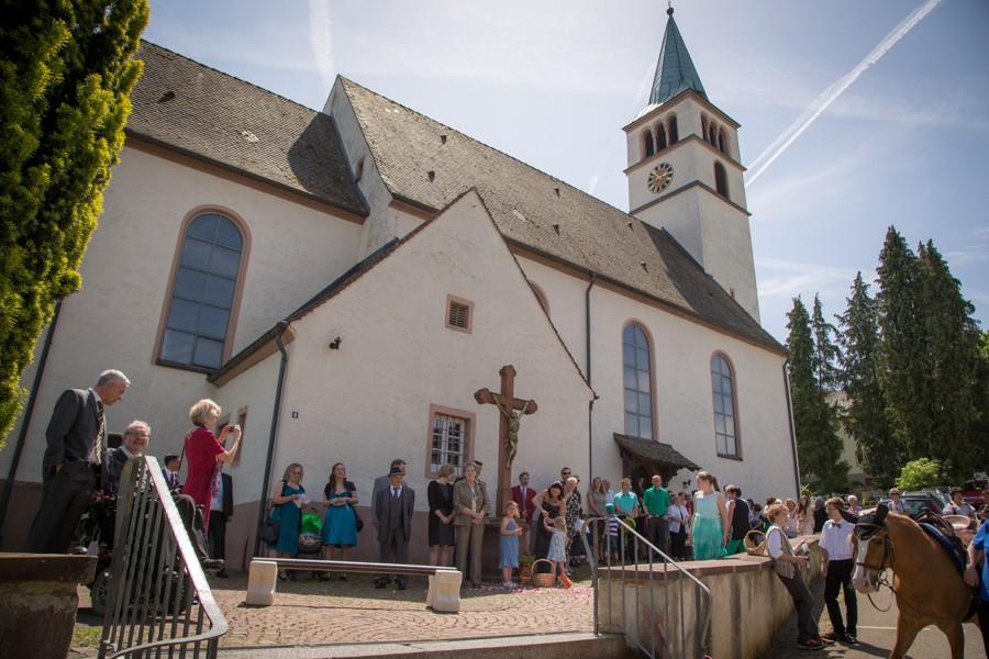 Hochzeitsfotograf-Basel-Weil-Lörrach-Minseln-Hochzeitsreportage-Sommer-Nordschwaben (14 von 15)