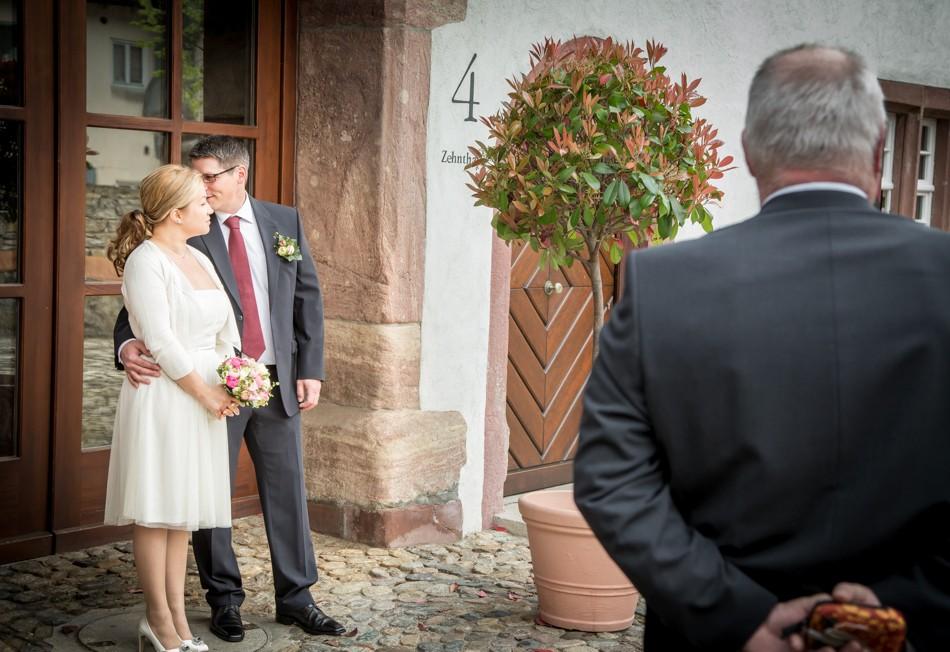 Standesamt-Wyhlen-Hochzeit-Hochzeitsreportage-Heiraten-Süddeutschland-Hochzeitsfotograf-Basel (5 von 9)