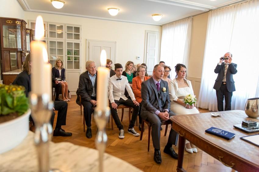Hochzeitsreportage-Rheinfelden-Fotograf-Hochzeit-Standesamt (5 von 15)