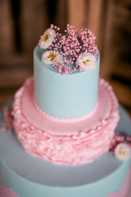 Torte mit echten Blüten